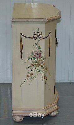 1 De 2 Scène Peinte À La Main Florale Française Serpentine Rieuses Armoires Sideboards