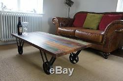 Ancienne Table Basse En Teck Peint À Roulettes En Fer Forgé