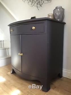 Armoire De Cabinet Sombre De Boissons De Luxe, Poignées En Laiton, Aubergine De Stockage