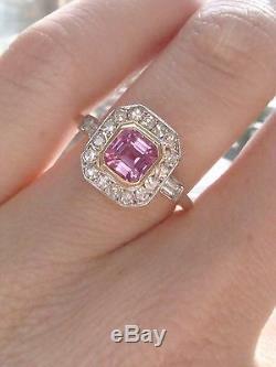 Bague En Or Jaune 18 Carats De Style Art Déco Avec Saphir Rose Naturel Et Huit Diamants Taillés