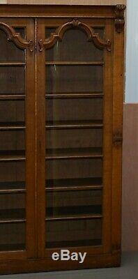 Belle Grand Or Lambrissé D'acajou Bibliothèque Avec Portes En Verre Ornement Sculpture