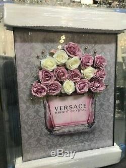 Bouteille De Parfum D'image 3d Avec Des Fleurs Et Faux Fond Gris Classique