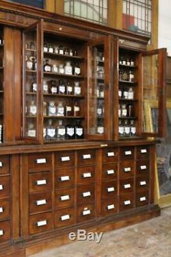 Budapest Grandes Apothicaire / Pharmacie / Chimistes Boutique Afficher Des Années 1800 Cabinet En Retard