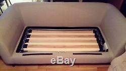 Canapé-lit 2 Places En Tissu Gris, Légèrement Utilisé Dans Une Maison Sans Fumée Et Sans Animaux