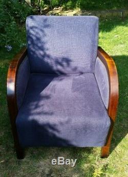 Fauteuil De Style Art Déco. Tissu Bleu Marine Avec Bois Sombre