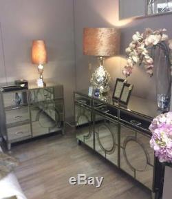 Grand Buffet De Style Glam De Luxe Décoré D'or Et De Style Art Déco