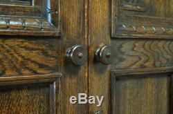 Grand Vintage Attrayante Style Tudor Sculpté Lambrissé Double Porte Armoire