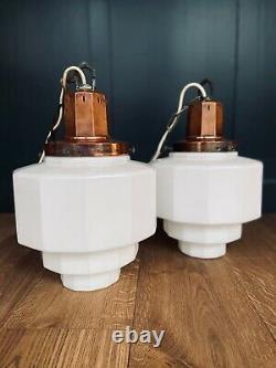 Grande Paire Originale Art Déco Opaline Milk Glass & Copper Pendentif Lights Années 1920