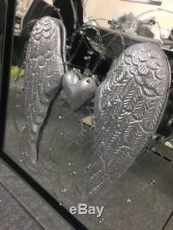Image 3d D'aile D'ange Et De Coeur Avec Cadre En Miroir, Image De Miroir D'aile Argentée