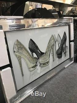 Image D'art De Grands Talons Hauts Stiletto Chaussure Paillettes Dans Un Cadre En Miroir