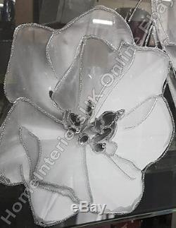 Image De 3 Fleurs Blanches Et Verre Noir Avec Art Liquide, Cristaux Et Cadre De Miroir