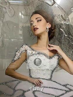 Image De Dame Dans La Robe Blanche Sur Le Cadre De Miroir Avec Le Détail De Scintillement, Dame En Blanc