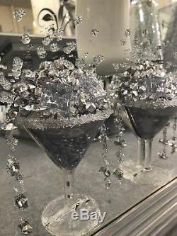Image En Miroir Argentée De Miroir De Verre À Cocktail 3d, 3 Verres À Cocktail