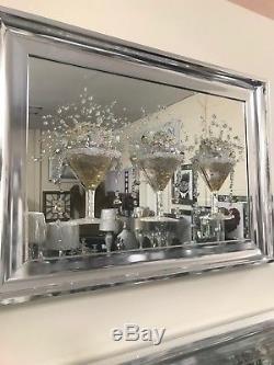 Image En Miroir D'art De Scintillement 3d De Verre De Cocktail D'or, Image De 3 Verres À Cocktail