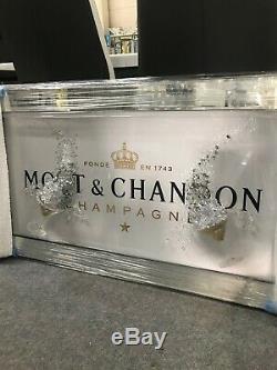 Photo De Champagne Moet & Chandon Blanc Avec Lunettes 3d Et Détails Scintillants