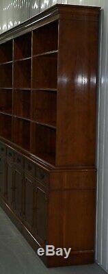 Rrp £ 8000 Flammé Yew Bois Bradley Angleterre Triple Banque Bibliothèque Bibliothèque Armoire