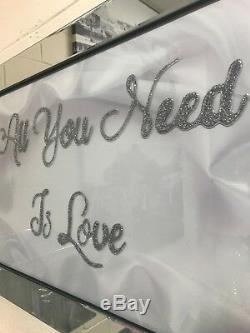 Tout Ce Dont Vous Avez Besoin Est Une Image Miroitée De Miroitement De Scintillement D'amour, Une Image De Mur D'art Scintillant