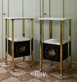 Une Paire De Début Du 20e Siècle Français Laiton Marbre Lit Tables D'appoint Lampe Salle Cabinet