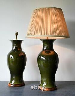 Une Paire De Lampes Chinoises Vintage Chinoises De Salle De Table De Lit En Laiton Vert Olive