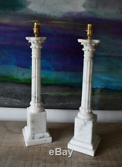 Une Paire De MID C Italienne Albâtre Laiton Colonne Corinthien En Marbre Lampes De Table