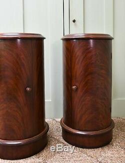 Une Paire De Style Victorien Mahogany Top Marble Lit Appoint Tables Lampe Cabinet